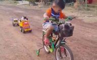 ბავშვი და მოპსები - უსაყვარლესი მოგზაურები