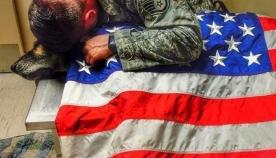 საუკუნო მეგობრები - ჯარისკაცმა თავისი ძაღლი ბოლო წუთამდე არ მიატოვა