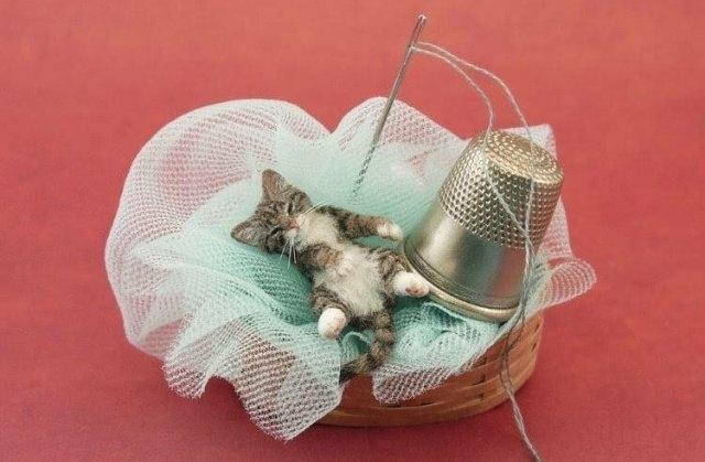 ბეწვისგან შექმნილი მინიატურული კატები (20 ფოტო)