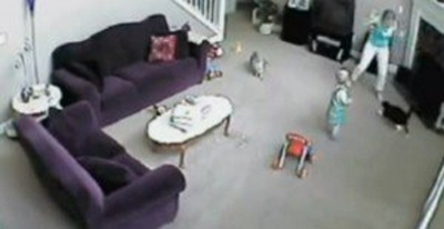 კატა ბავშვს ძიძისგან იცავს (+ვიდეო)