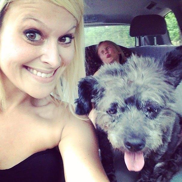 ქალმა თავშესაფრიდან მომაკვდავი ძაღლი აიყვანა.. მან პატარას უბედნიერესი დღეები აჩუქა...