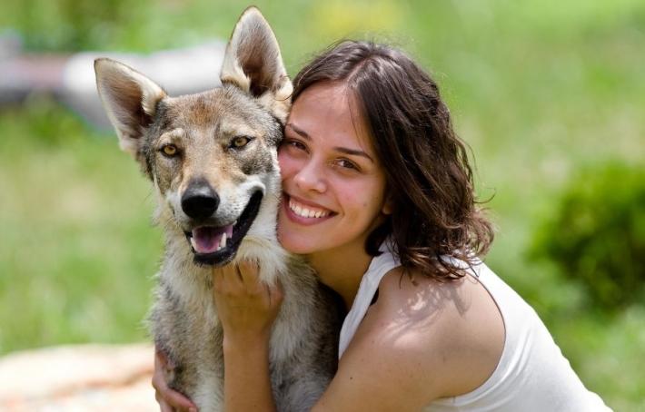 უნიკალური ოჯახი, რომელიც მგლებთან ერთად ცხოვრობს (+ფოტო)