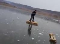 """ყინულზე მიყინული იხვის გადარჩენის """"სპეცოპერაცია"""" ლისის ტბაზე"""